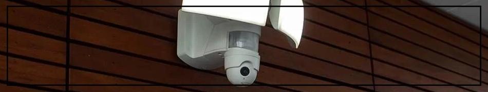 lampy LED z kamerą, mikrofonem i głośnikiem